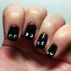 Easiest DIY nail art for Halloween, Peeper -- Somebody's Watching You -- Boo -- Eyes -- Nail Art. Nail Art Diy, Diy Nails, Cute Nails, Chic Halloween, Halloween Nail Art, Halloween Decorations, Fingernails Painted, Toe Nail Designs, Stylish Nails