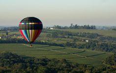 Para quem quer aproveitar a cidade de uma maneira bem diferente a apenas 120 km da capital é possível fazer um voo de balão na cidade de Boituva - SP - Brasil