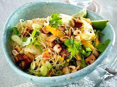 Gesunde Rezepte - leicht und lecker genießen - glasnudelsalat-raeuchertofu
