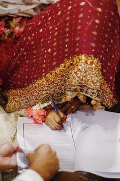 Bridal Dupatta, Bridal Hijab, Hijab Wedding Dresses, Pakistani Wedding Outfits, Hijab Bride, Muslim Brides, Muslim Couples, Nikah Ceremony, Beautiful Girl Facebook
