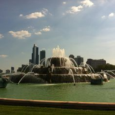 Buckingham Fountain Grant Park Buckingham Fountain, Grant Park, My Kind Of Town, Chicago Illinois, Memphis, Holiday Ideas, Places Ive Been, Cities, Spaces