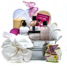 Find an ideal gift for every occasion you will have coming up. Our token of appreciation baskets are jam-packed with one particular thing distinct for everybody on your list gift baskets for christmas Gourmet Gift Baskets, Gourmet Gifts, Spa Gifts, Wine Gifts, Chocolate Basket, Spa Basket, Gift Baskets For Women, Christmas Gift Baskets, Gift Box Packaging