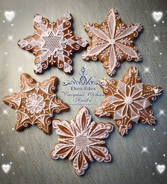 christmas cookies gingerbread Weihnachtspltzchen G - christmascookies Cute Christmas Cookies, Christmas Gingerbread, Cute Cookies, Christmas Desserts, Christmas Treats, Christmas Baking, Gingerbread Cookies, Snowflake Cookies, Cherry Candy