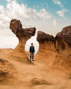 Samurai Photography, Travel Photography, Taipei Travel, Cool Places To Visit, Taiwan, Monument Valley, The Good Place, Poses, Explore