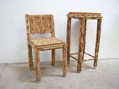 "irecyclart: ""Cork Chair & Side Table Metal frame chair and side table completely covered with wine and Champagne corks… After working as a bartender, I collected Corks for a few months… I welded simple Metal chair and table frames and carefully glued. Metal Frame Chair, Table Frame, Metal Chairs, Recycled Furniture, Furniture Projects, Furniture Making, Furniture Decor, Craft Projects, Craft Ideas"