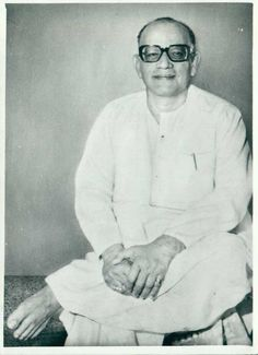 Another favorite photo of Guru in a beautiful seated position.