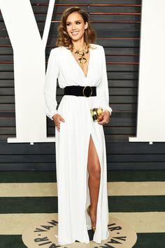 ジェシカ・アルバ 『アメリカン・ハッスル』へのオマージュ!? 70sグラマーな装い。