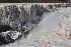 Chinese frozen waterfalls / Cataratas de Hukou en China congeladas