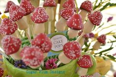 Cake Pops Idea for Alice in Wonderland Theme Party