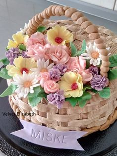"""Torta """" košík plný kvetov """" išiel pre oslávenkynu Mišku......cesto vanilkové s lieskovými orieškami, silný kávový krém....košík striekaný kávovým krémom a modelované kvietky....všetko najlepšie prajem--- cake""""basket full of flowers"""" went for a little girl named Mišku ...... vanilla dough with hazelnuts, strong coffee cream ... basket sprinkled with coffee cream and modeling flowers ... all the best"""