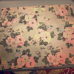"""21 Denim Gray Floral Rose Mini Skirt Short Forever 21 light gray size 28 floral skirt. Fake pockets on front but the back to are functional. Elastic waist. 97% cotton, 3% spandex. Waist measures 15"""" laying flat and stretches to 17"""", 14"""" waist to hem. Forever 21 Skirts Mini"""