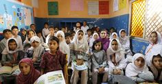 Sala do 3º ano em uma escola no Paquistão. A foto faz parte de um ensaio divulgado nesta quarta (30) pela agência Reuters. Ao todo, são 47 imagens de salas de aula em diferentes países. Elas fazem parte de uma ação para o Dia dos Professores e mostram as condições de trabalho de docentes em diferentes lugares do mundo