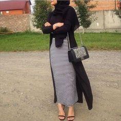 How to Style Strip Abaya Ideas – Girls Hijab Style & Hijab Fashion Ideas Modern Hijab Fashion, Street Hijab Fashion, Islamic Fashion, Muslim Fashion, Modest Fashion, Skirt Fashion, Fashion Outfits, Fashion Wear, Hijab Style