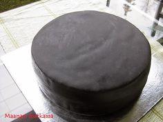 Maanan matkassa: Yksinkertainen, musta kakku