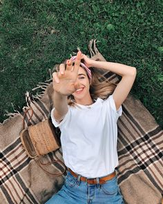 Picnic Photography, Creative Portrait Photography, Portrait Photography Poses, Photography Poses Women, Cute Poses For Pictures, Shotting Photo, Photographie Portrait Inspiration, Best Photo Poses, Instagram Pose