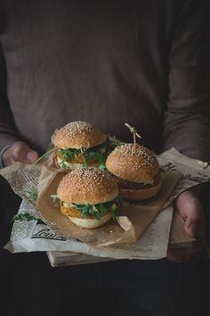 Panino con burger di zucca e lenticchie rosse