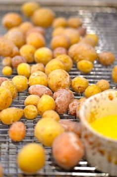 I made these on Easter - soooo good!  The kids absolutely loved them!  salt potatoes recipe | Simple Garden Recipes: Syracuse Salt Potatoes