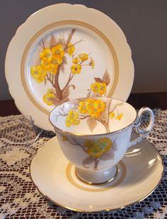 C1936 SHELLEY TRIO Mayfair Shape Yellow Flowers 12547