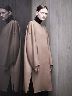 See all the Collection photos from Max Mara Atelier Autumn/Winter 2017 Ready-To-Wear now on British Vogue Max Mara, Fashion Now, Fashion 2017, Runway Fashion, Style Casual, My Style, Winter Mode, Winter 2017, Moda Paris