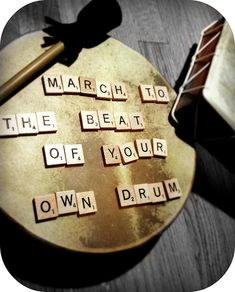 I LIKE THIS WALL ART PIECE ON A SNARE DRUM HEAD AND I WOULD HANG THIS IN THE MUSIC ROOM...