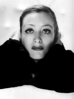 Joan Crawford, 1932, photo by George Hurrell