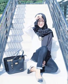 Street Hijab Fashion, Abaya Fashion, Modest Fashion, Casual Hijab Outfit, Hijab Chic, Uni Outfits, Artwork Paintings, Modest Wear, Muslim Dress