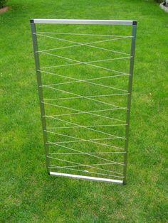 * Rankgitter aus Edelstahl als DIY (Bausatz zum Zusammenstecken).   Die Rahmenteile werden mit den Verbindungselementen zusammengesteckt. Dann das Edelstahlseil wie Schnürsenkel einfädeln und mit...
