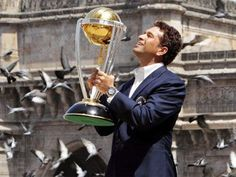 Sachin Tendulkar with the World Cup! Like and Repin. Thx Noelito Flow. http://www.instagram.com/noelitoflow