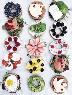 Quick Healthy Breakfast Ideas & Recipe for Busy Mornings Bagel Toppings, Bagel Bar, Breakfast Bagel, Bagel Sandwich, Breakfast Lunch Dinner, Breakfast Ideas, Healthy Bagel, Quick Healthy Breakfast, Healthy Snacks
