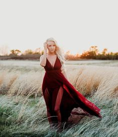 outdoor fashion photography which are really cool. Prom Photography Poses, Outdoor Fashion Photography, Fashion Photography Inspiration, Photography Women, Senior Picture Outfits, Girl Senior Pictures, Senior Pics, Senior Posing, Prom Photos
