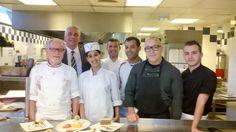 Toute l'équipe du Victor Café et du Albert Café réunie autour de Serge Billet, Champion du Monde de Pâtisserie et Meilleur Ouvrier de France Chef Jackets, France, Ticket, World, French