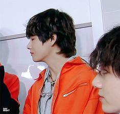180525 Music Bank BTS (방탄소년단) - Interview // #V
