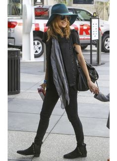 NICOLE RICHIE  LOOK DE STAR HIPPIE CHIC  Shopper le look d'une maman Hippie Chic comme Nicole Richie sur The Shop.