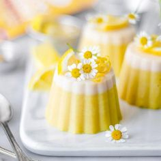 If summer was a color, it would be sunshine yellow. That's why these Goldenberry Lemon Chamomile Penna Cottas are so refreshing and perfect for this season! Discover the irresistible possibilities with our supercolor powders. Mango Mousse Cake, Quinoa Bars, Rainbow Ice Cream, Kawaii Dessert, Lemon Uses, Yellow Foods, Food Inc, Incredible Recipes, Lemon Desserts