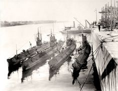 Canadian-built submarines H-3, H-4, H-5 and H-6 alongside in Montreal.  LIBRARY AND ARCHIVES CANADA—C-032228