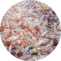 PLÁSTICOS UNA VERDADERA ENFERMEDAD   Historia El invento del primer plástico se origina como resultado de un concurso realizado en 1860, cu...