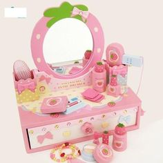 Gương trang điểm dâu hồng Mother Garden - Mother Garden   Thương hiệu Đồ chơi gỗ Nhật Bản an toàn cho trẻ em