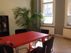 Zuiver A framed tafel in rood met ridge rib Grijs