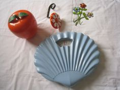 lot-annees-50-60-70-pomme-glacon-pese-personne-coquillage-patere