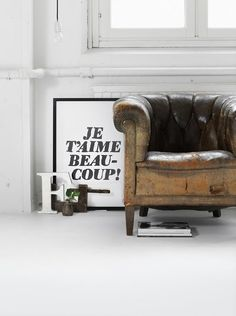 10x een ode aan de liefde Capitone Sofa, Interior And Exterior, Interior Design, Design Interiors, French Interiors, Interior Stylist, White Paints, My Dream Home, Home And Living