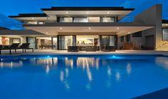 Dream home- amazing pool Beautiful Dream, Beautiful Homes, Modern Villa Design, Dream House Exterior, Facade House, Cool Pools, My Dream Home, Dream Homes, Luxury Homes