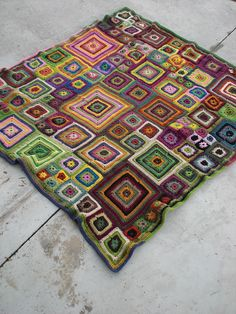 Love love love this blanket....am making one in grays, reds and purples.  Babette - easy crochet!