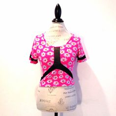Gorgeous fitted daisy floral tee - new with tags