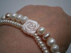 Perlenarmband zweireihig rosa weiß mit Rose von kunstpause auf DaWanda.com