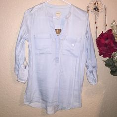 Chambray Top Bass & Co. Chambray Pullover Top. Light blue with pockets on front. Hi lo. Size extra Small. Sleeves can be rolled up or down. Lightweight and soft. 60%cotton 40%tencel New with tags Bass & Co. Tops Blouses