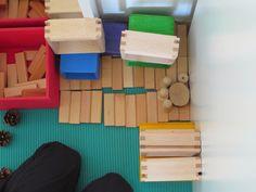 žogice in kravate: Ustvarjalna igra z drobnim materialom