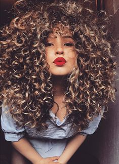 Seriously Beaut Curly Hairstyles So You Can Be A Curly Girl Curls are so hot right now. Curly Hair Styles, Natural Hair Styles, Coiffure Hair, Blond Ombre, Red Blonde, Pelo Afro, Big Hair, Hair Dos, Remy Hair