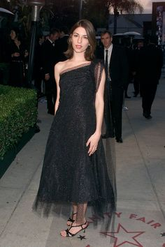 Sofia Coppola (wearing Marc Jacobs) at the Vanity Fair Oscar Party at Morton's in Los Angeles, CA on March 25, 2001. - ELLE.com
