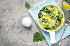 Broccoli and cheese is an easy and delicious addition to a meal or can even be a snack or light meal all on its own. Milk Recipes, Light Recipes, Vegetarian Recipes, Healthy Recipes, Free Recipes, How To Make Hamburgers, Rich Recipe, Most Nutritious Foods, Vegetables