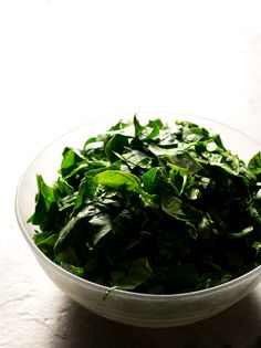 Spinach with chickpeas is a traditional Spanish recipe. Everybody loves it, even those who hate veggies, especially if you use finely chopped fresh spinach. Spinach Recipes, My Recipes, Couple Cooking, Chickpea Recipes, Frozen Spinach, Vegan Blogs, Spanish Food, Tasty Dishes, Chickpeas